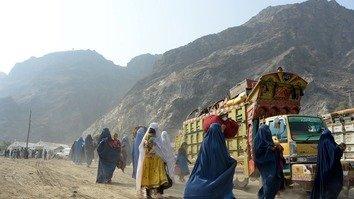 خواوشا ۴ سوه زره افغان کډوال له پاکستان څخه راستانه شول