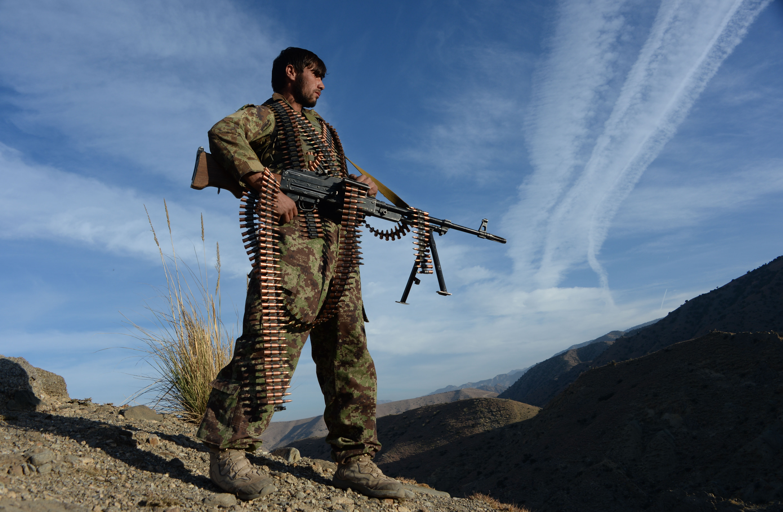افغانان د هېواد د امنیتي ځواکونو د 'اتلولۍ' د هڅې ستاينه کوي