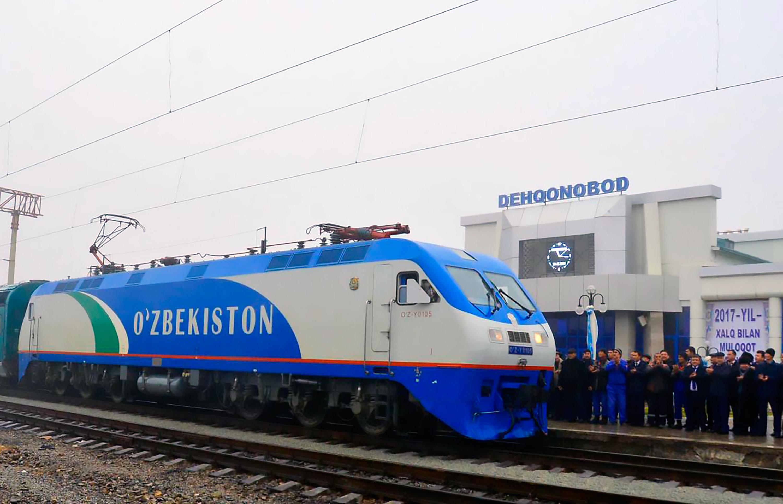 برق دهی ازبکستان به خط آهنی که به سمت مرز افغانستان می رود