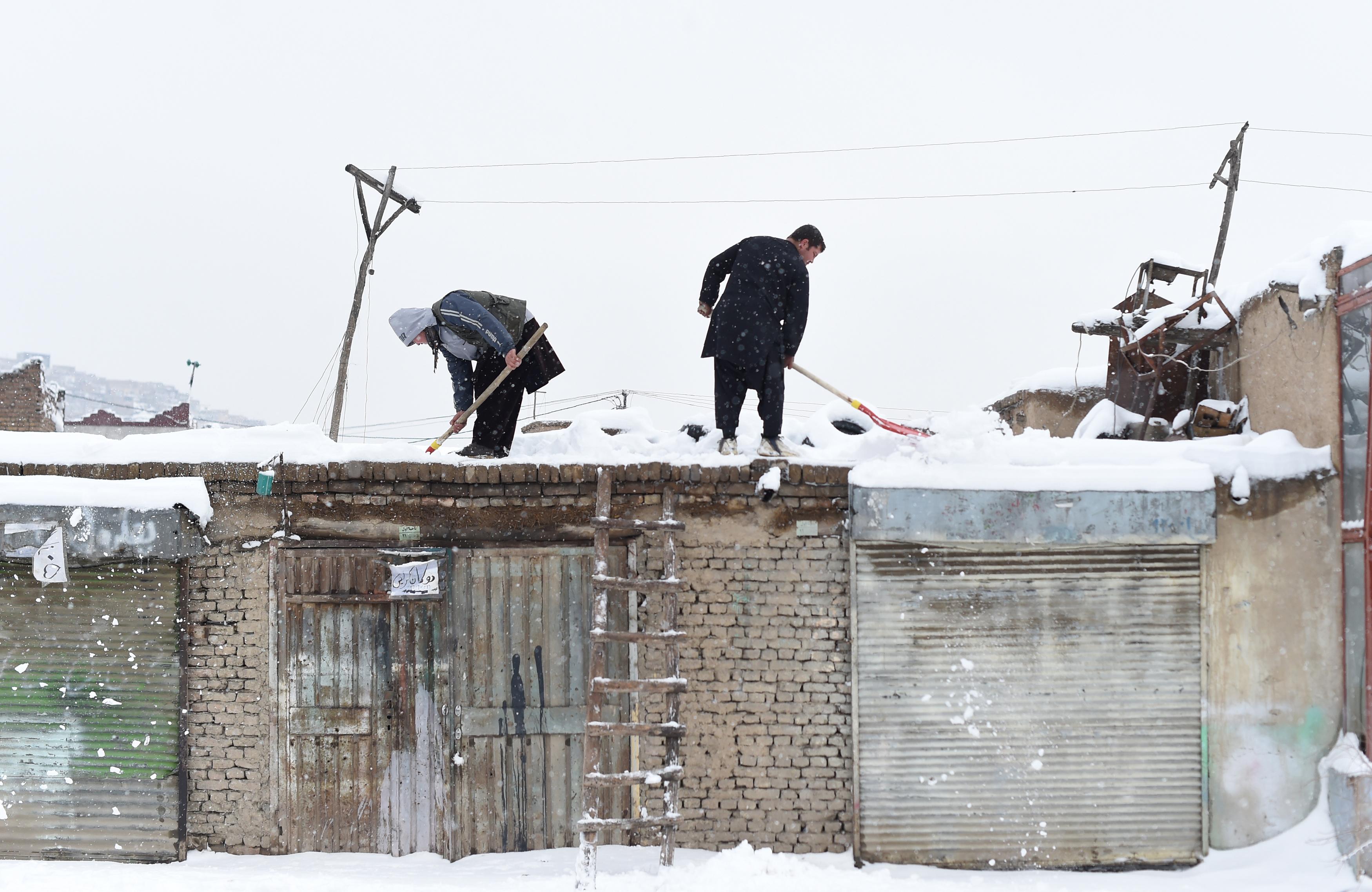 په افغانستان کې ژغورونکي هڅه کوي چې د راشي قربانیانو ته ځانونه ور ورسوي