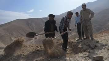 افغانان د افراطي ډلو له خوا د ترسره شویو تلفاتو په هکله غبرګون ښیي