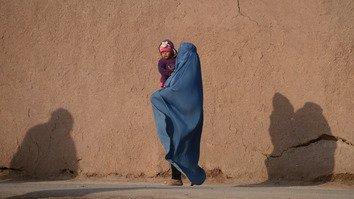 طالبان و داعش به نحو فزاینده ای زنان افغان را به «بردگان جنسی» تبدیل می کنند