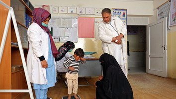 The SEHAT programme has significantly improved the delivery of health services and strengthened co-ordination between health centres and the district and provincial health departments. [Rumi Consultancy/World Bank]