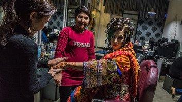 شکوفایی سالون های زیبایی کابل در مقابله با سلطه سابق طالبان