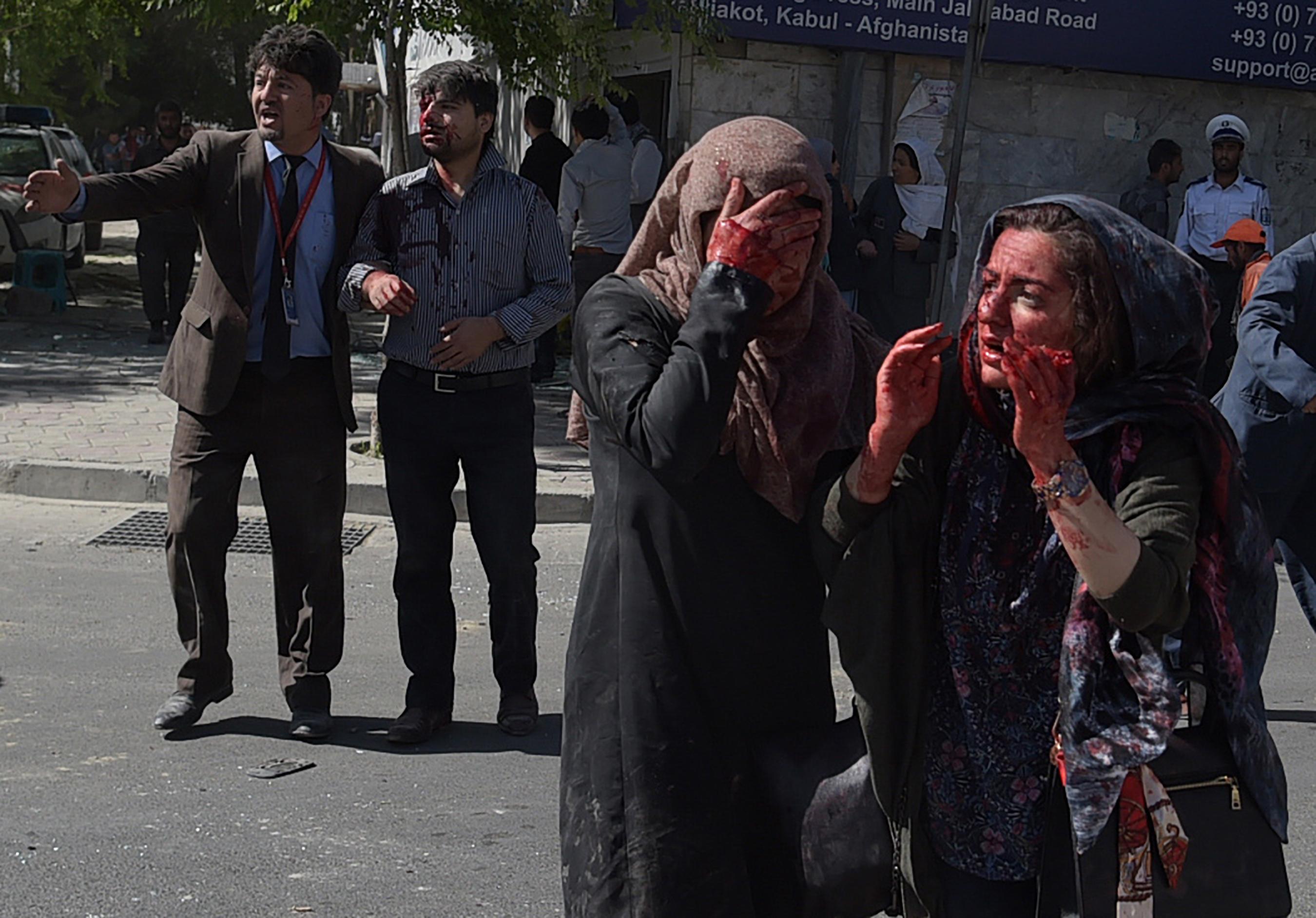 خشم عمومی افغان ها به دنبال انفجار لاری بمب گذاری شده در محله دیپلوماتیک کابل