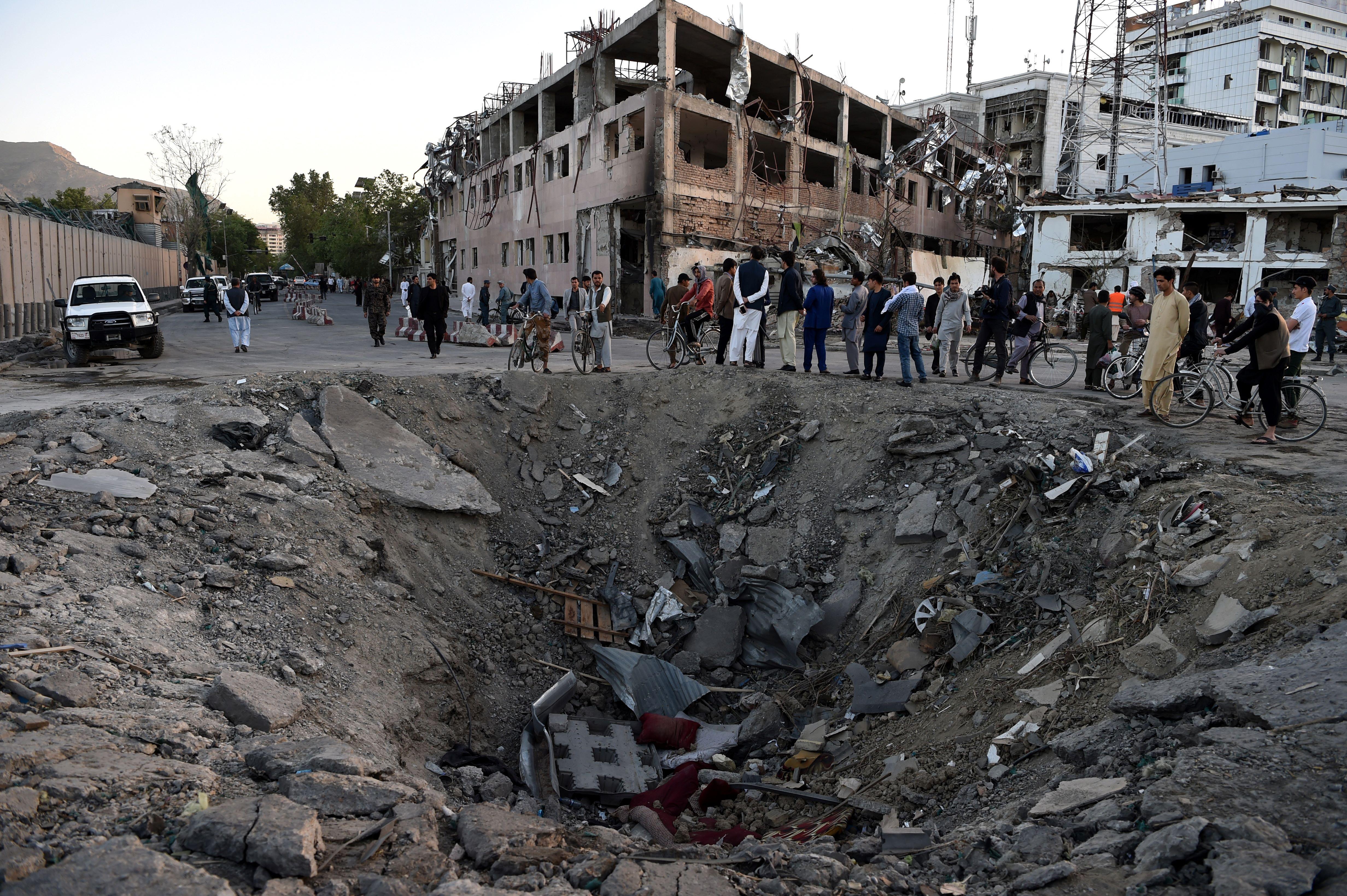 سکوت بعد از انفجار بمب در کابل این سوال را مطرح می کند: کار چه کسی است؟