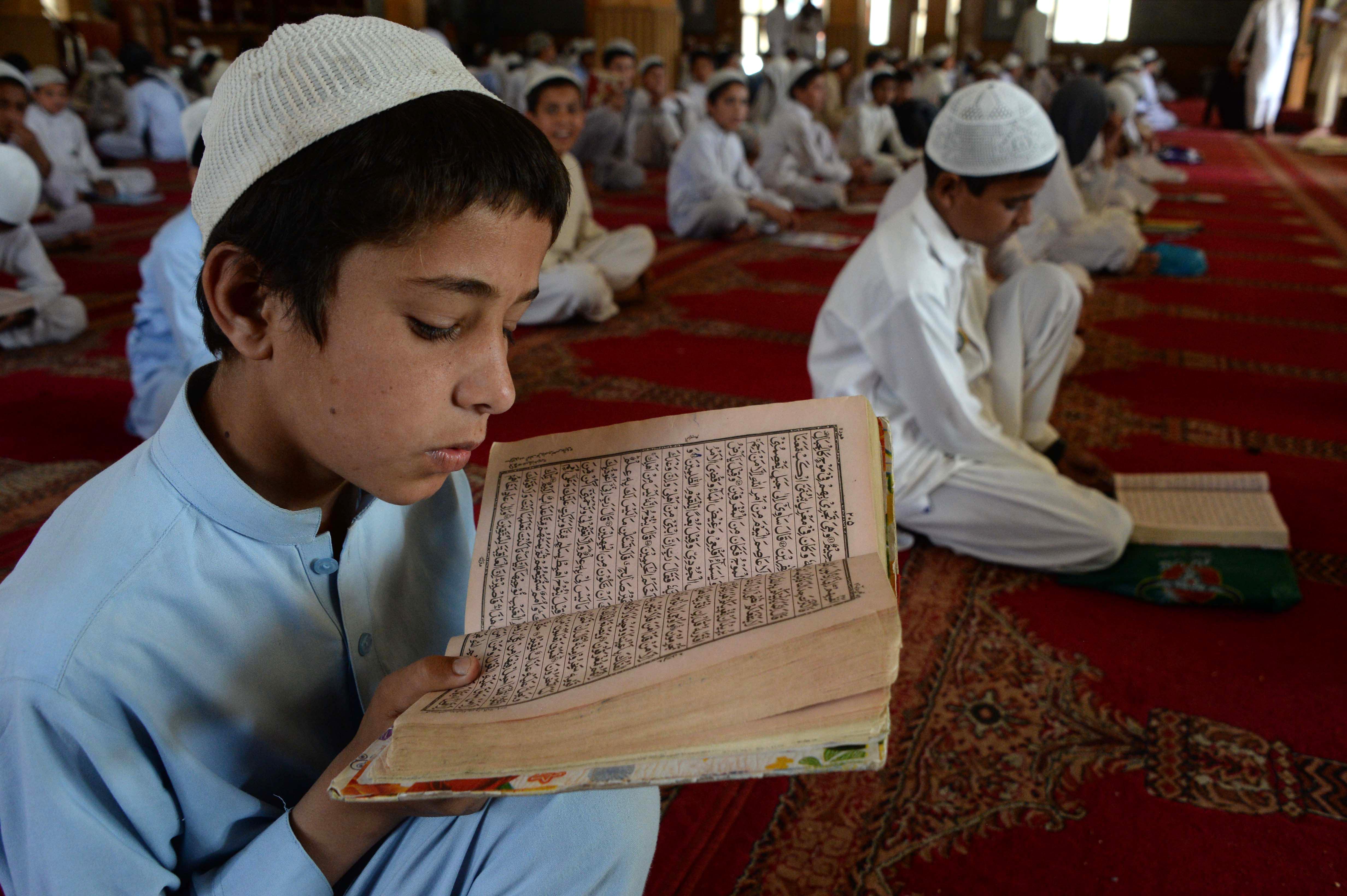 روح رمضان در افغانستان: عبادت و اعمال خیریه
