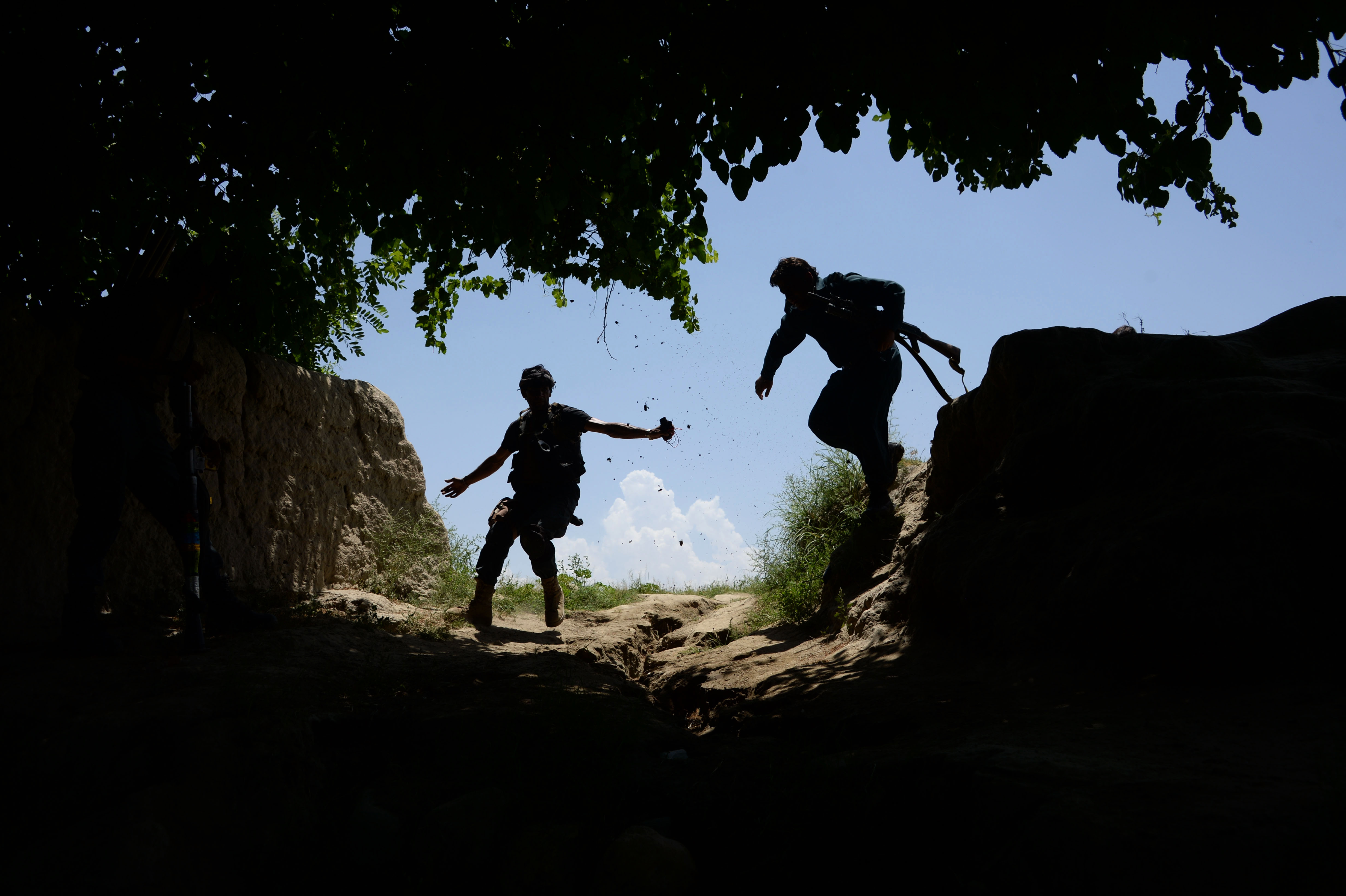 جنگ صحرایی بین داعش و طالبان در تورا بورا ادامه دارد