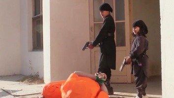 د داعش په افغانستان کې نوې ویډیو: ماشومان نور ماشومان وژني