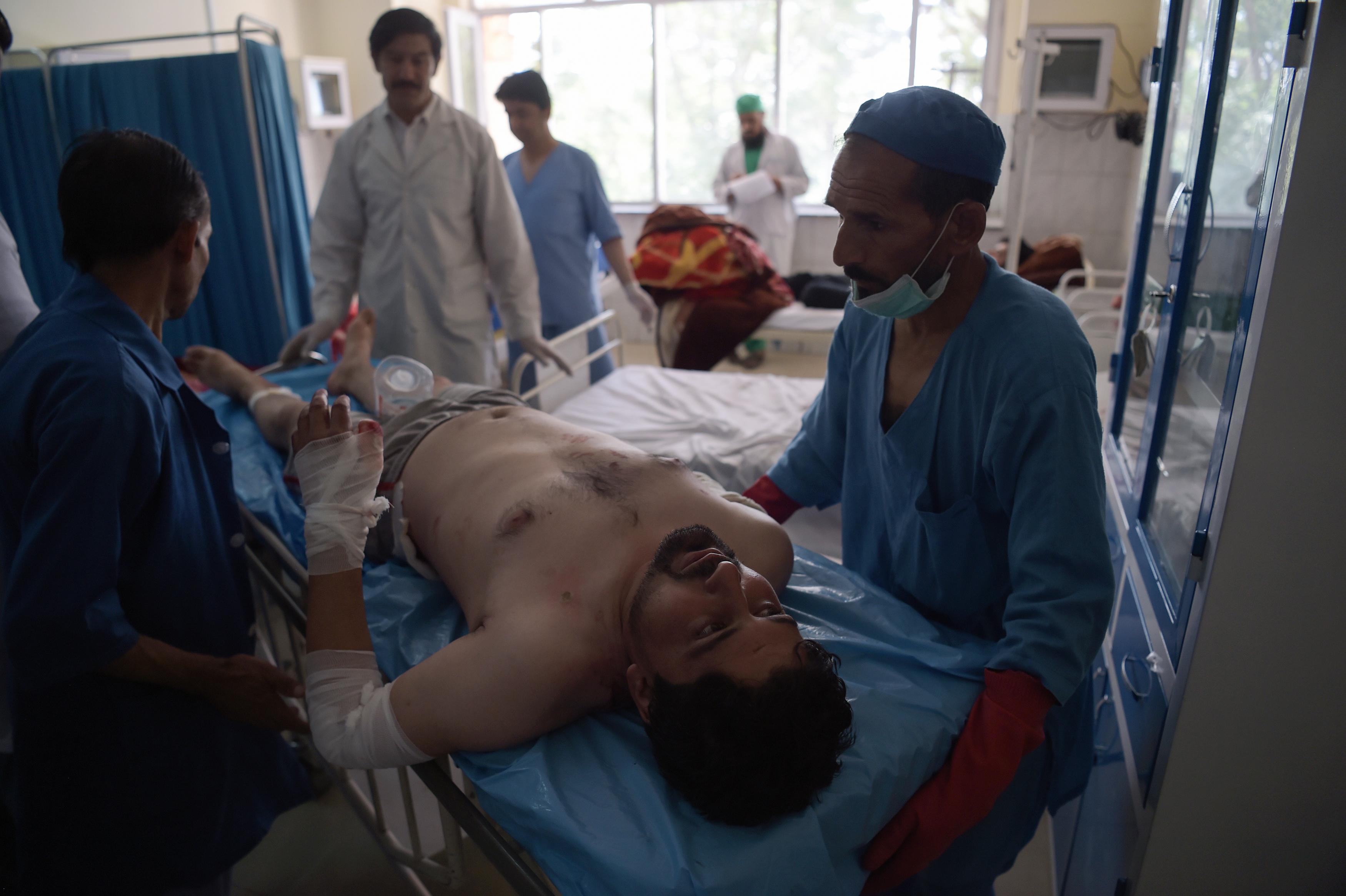 کشته شدن ده ها نفر از اثر حملات طالبان در کابل و غور