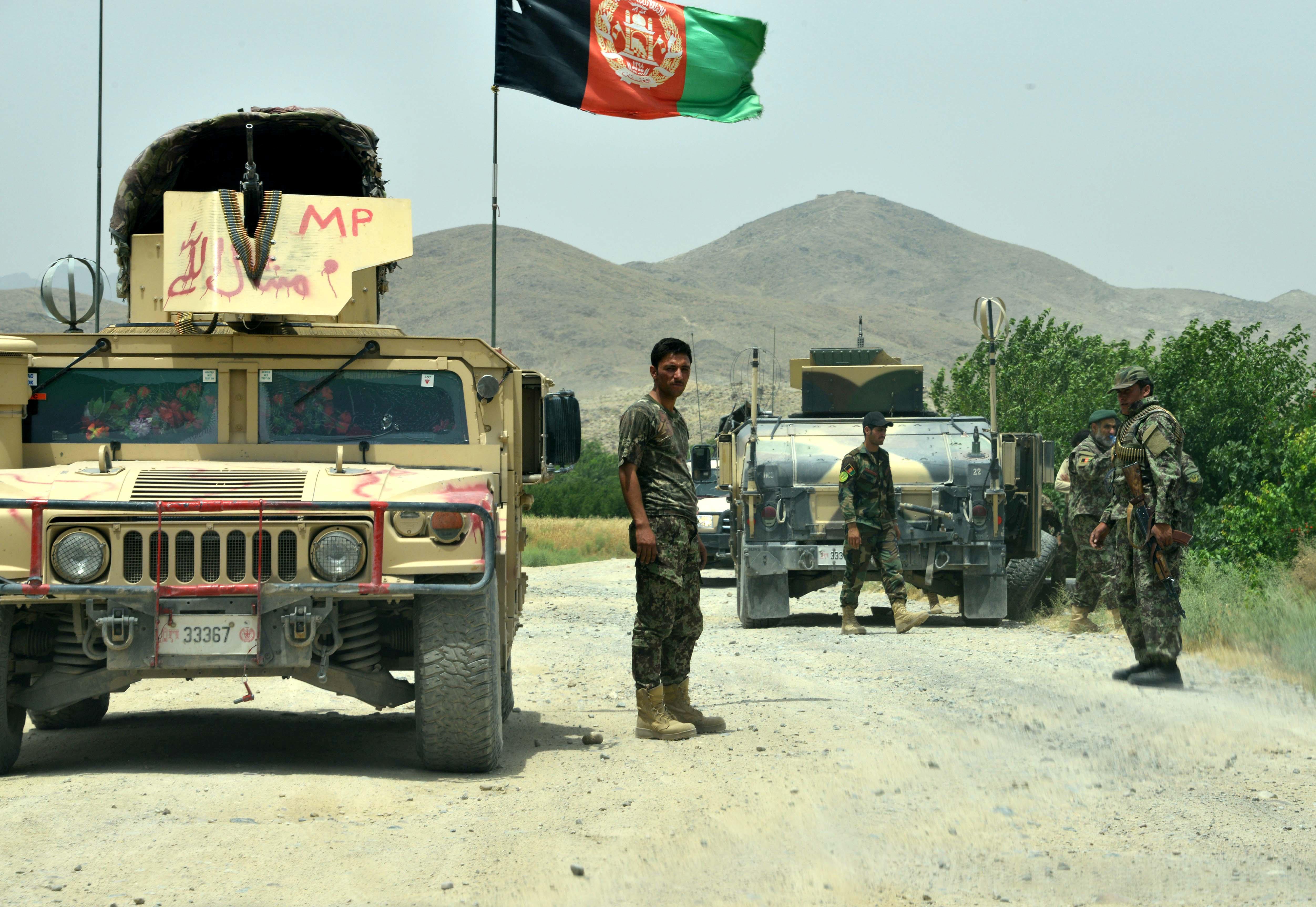 Afghan forces 'bravely resist' widespread Taliban attack on Kandahar base