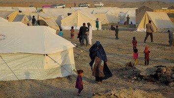 افغانان د پراخو بې ځایه کېدنو د جریان له امله د اورپکو فعالیتونه غندي