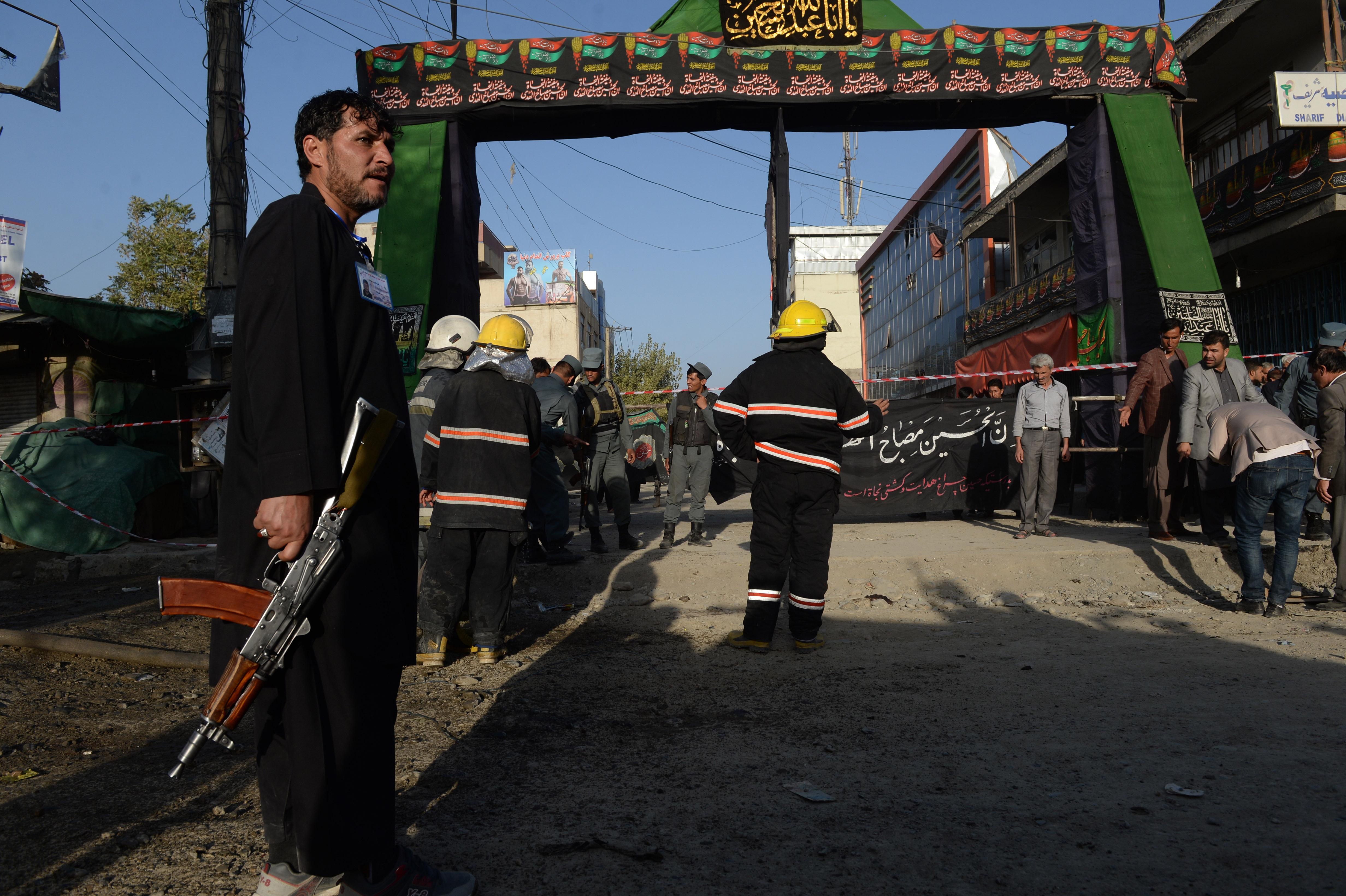قوای امنیتی بمب گذاران انتحاری در لباس «چوپان» را در خارج مسجد کابل متوقف کردند