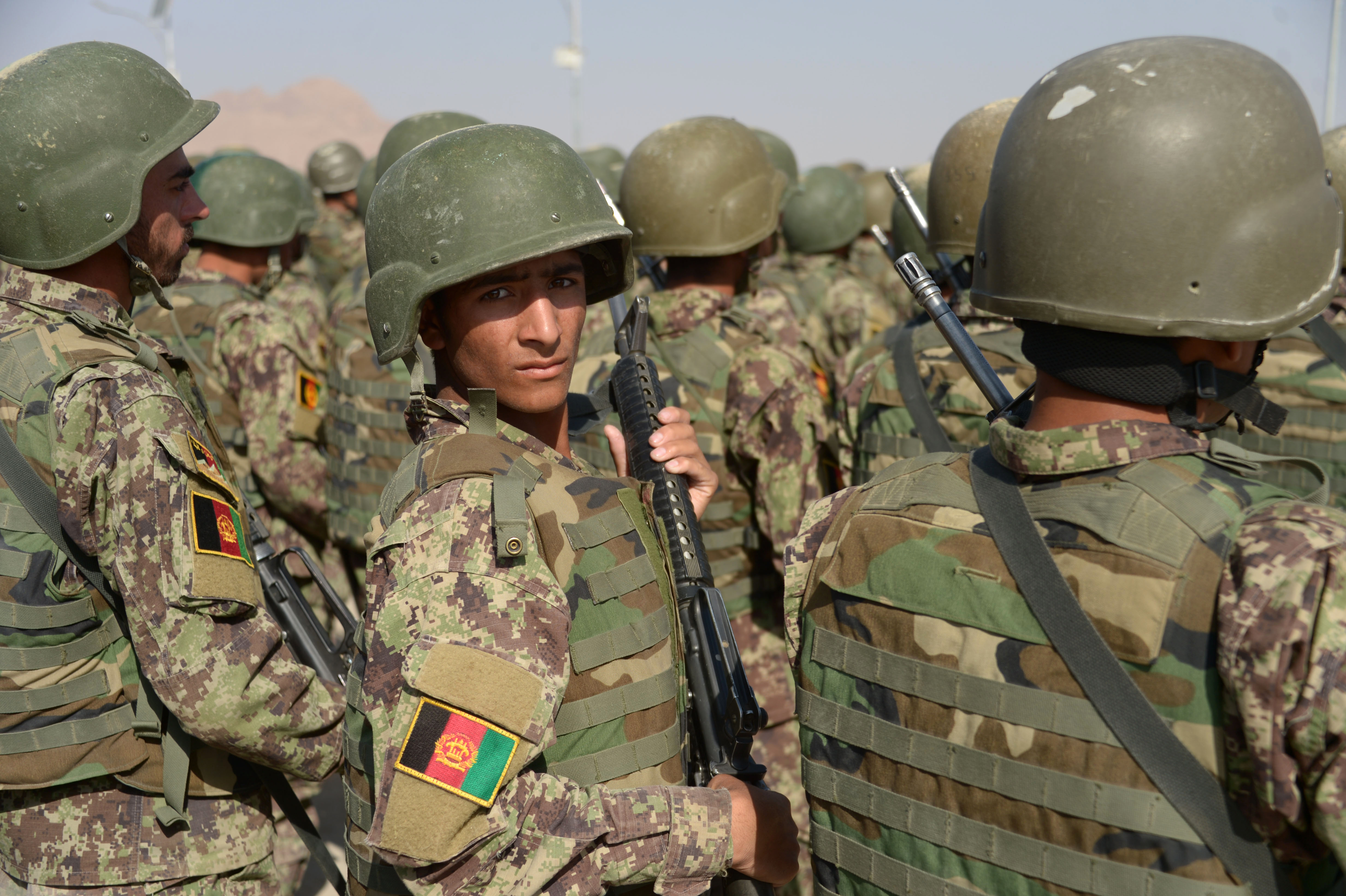 افغانستان پلان دارد افراد ملکی را برای مقابله با طالبان و داعش تعلیم داده و تسلیح کند