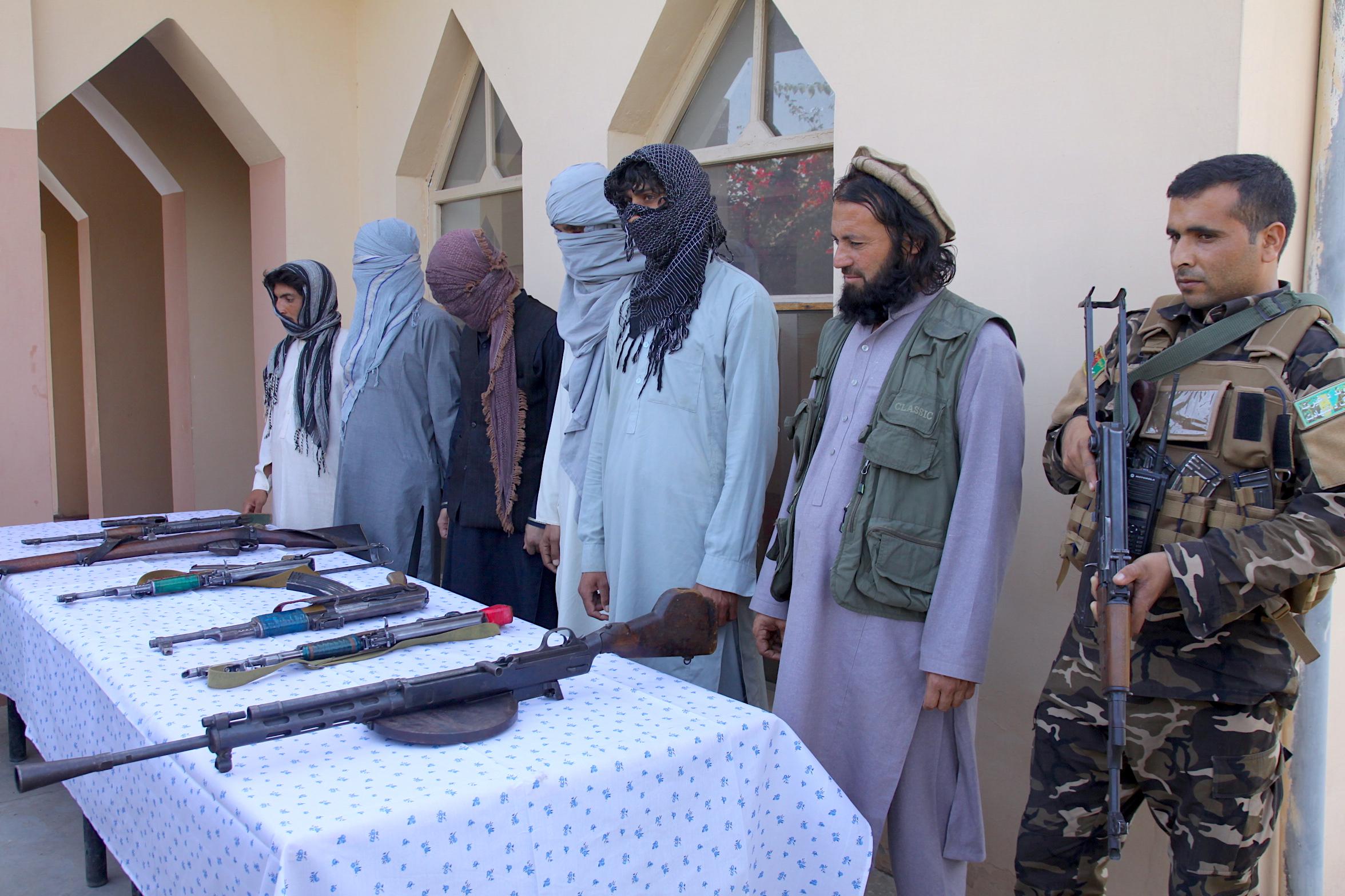 7 جنگجوی داعش در ننگرهار با پروسه صلح یکجا شدند