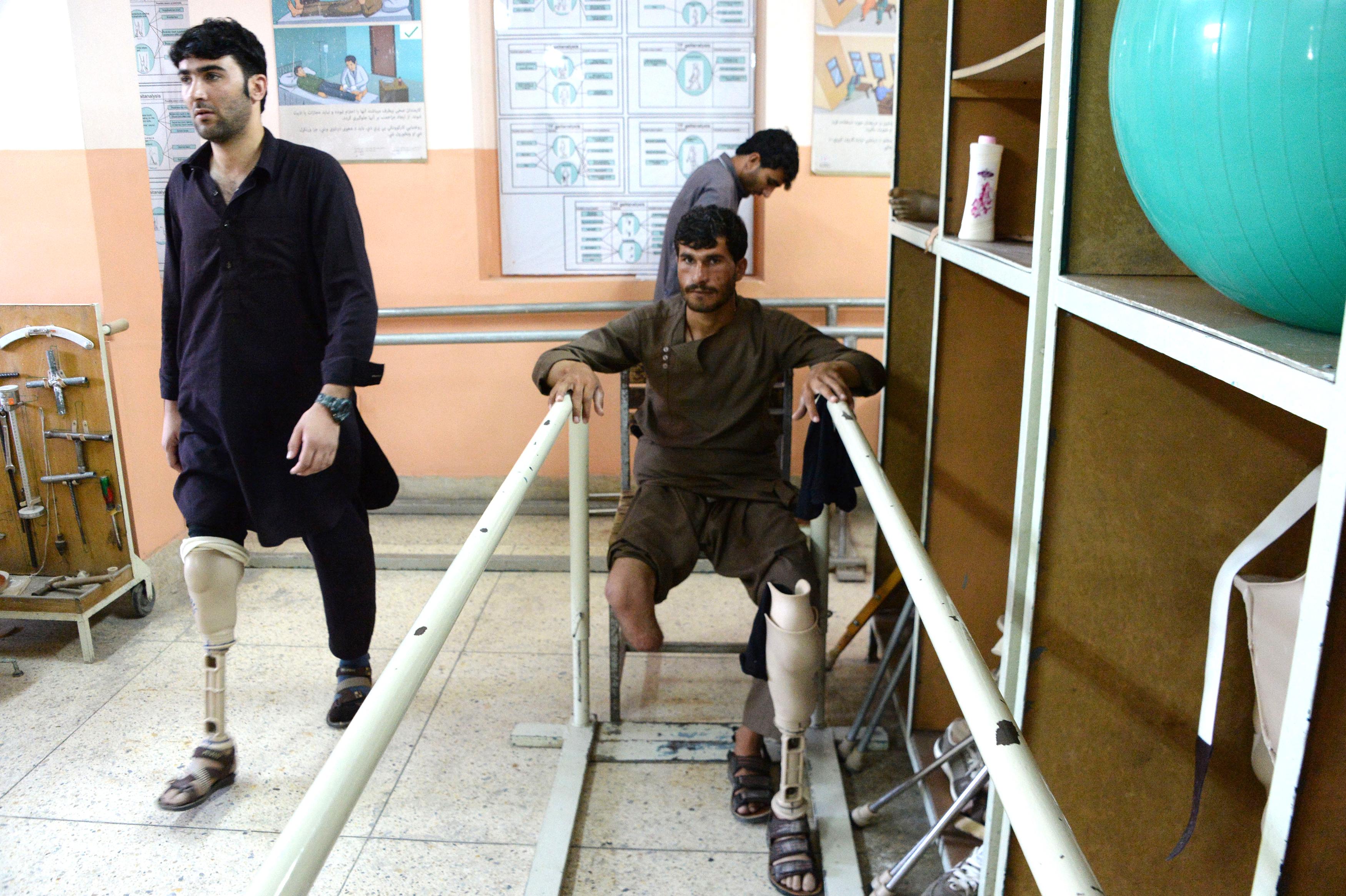 عامو خلکو په افغانستان کې د سره صلیب د کار په بندېدو اندېښنه وښودله