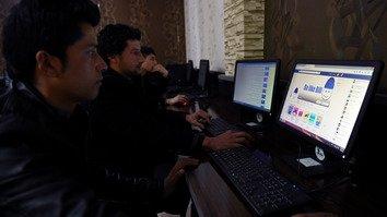 افغانستان به هدف توسعهء دسترسی به انترنت، قیمت آنرا کاهش و زیرساخت ها را بهبود می بخشد