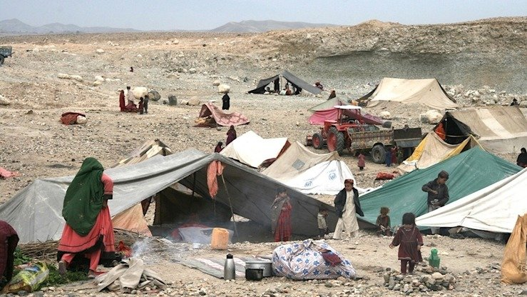 Fighting between Taliban and ISIS militants has displaced more than 9,000 families from Khogyani District, Nangarhar Province. In this picture taken November 28, displaced families stay in makeshift tents. [Khalid Zerai]