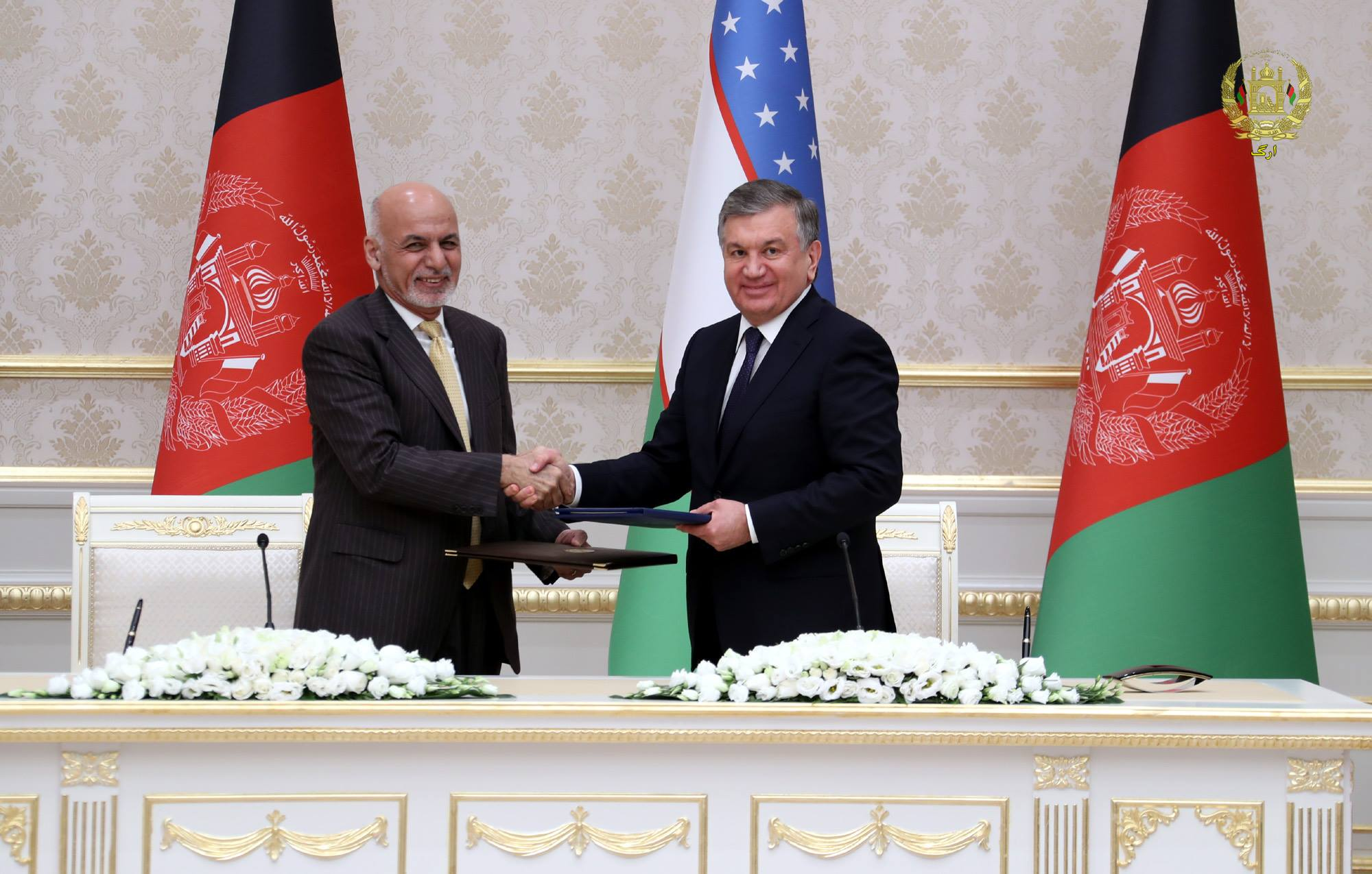 Uzbekistani President Shavkat Mirziyoyev and Afghan President Ashraf Ghani oversaw the signing of dozens of agreements and trade contracts worth more than $500 million December 5 in Tashkent. [Afghan Presidential Palace]