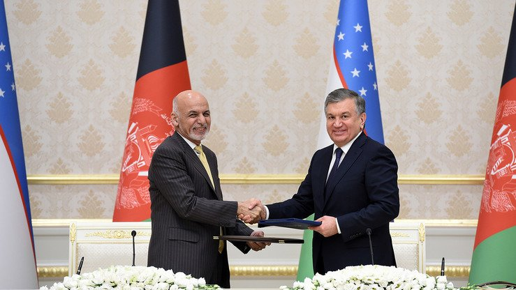 Uzbekistani President Shavkat Mirziyoyev (right) and Afghan President Ashraf Ghani oversaw the signing of dozens of co-operation and export agreements during their meeting in Tashkent December 5. [Uzbekistani presidential press office]
