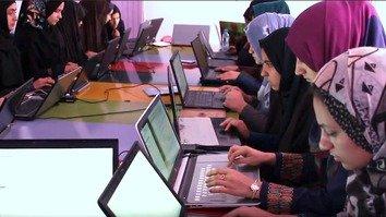 زنان افغان با بازی های کمپیوتری به مبارزه علیه مواد مخدر و ناامنی ها می پردازند