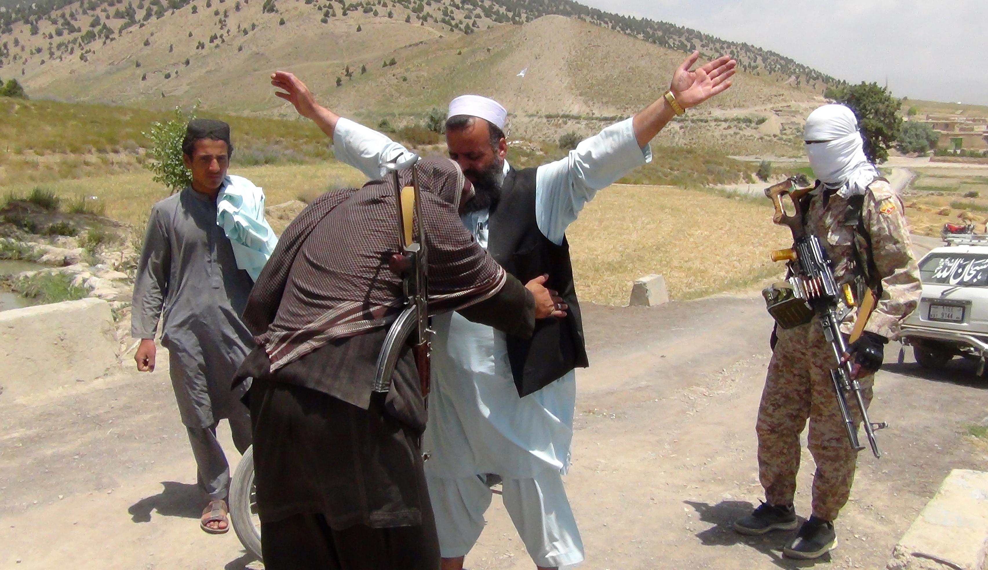 طالبان با پول های اخاذی شده از مردم سلاح های روسی خریداری میکنند