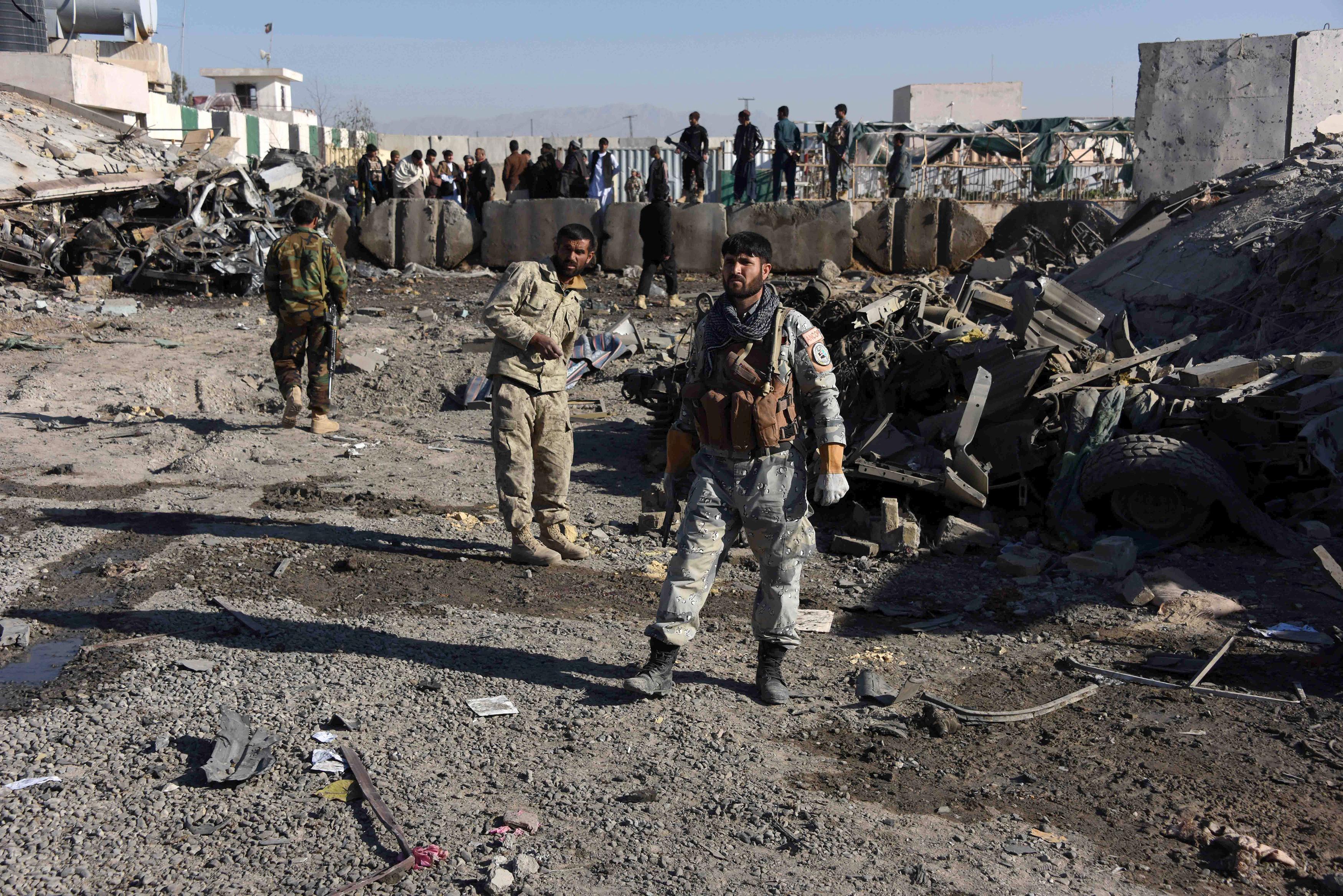 طالبان در یک حمله انتحاری مقر پولیس یک ولسوالی در قندهار را هدف قرار دادند