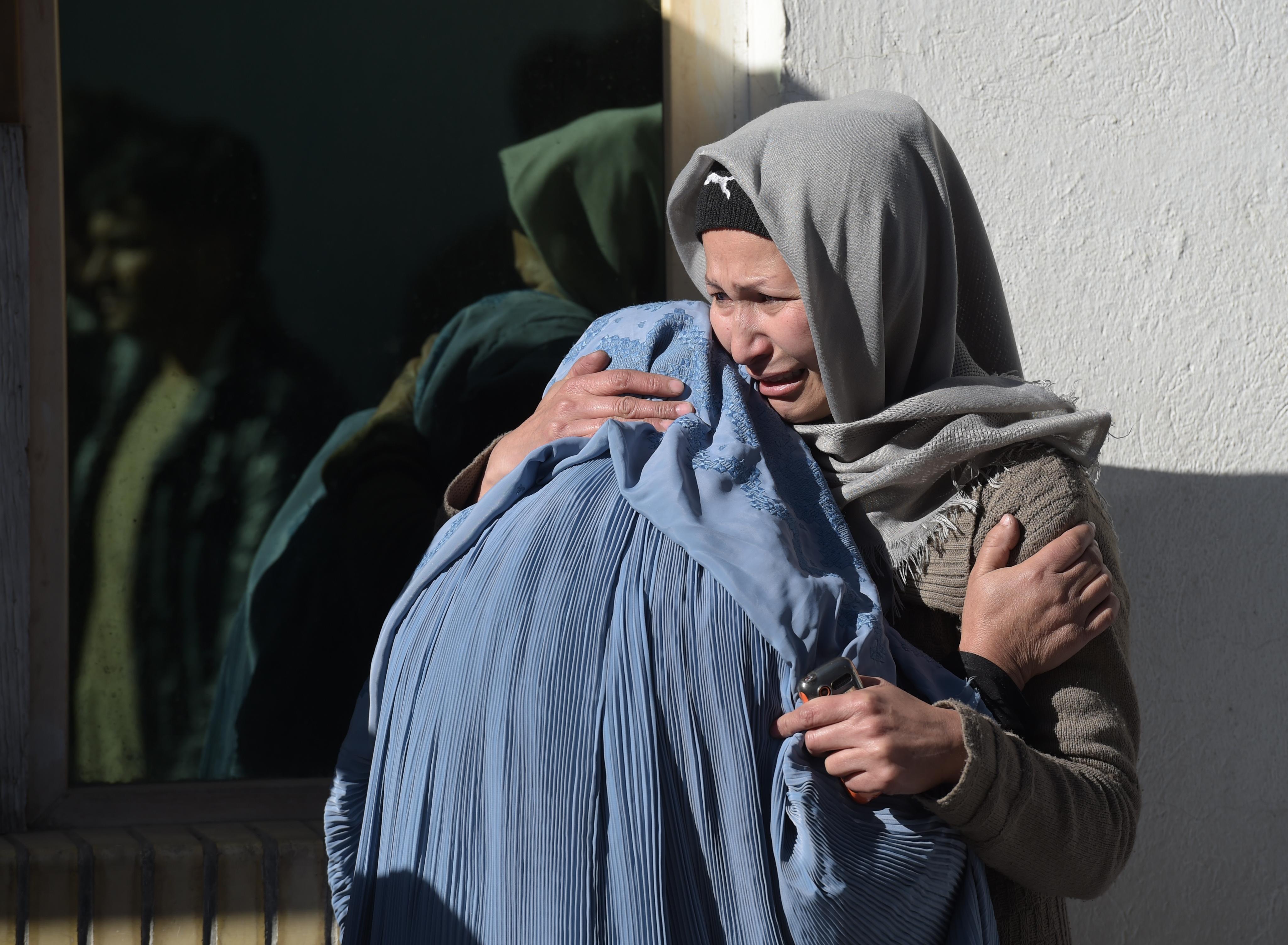 حمله انتحاری داعش به مرکز فرهنگی شیعیان در کابل باعث کشته شدن تعداد زیادی از جوانان گردید