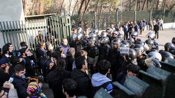 Iranian students encounter police at the University of Tehran during a demonstration driven by anger over economic problems last December 30. [STR/AFP]