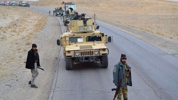 نیروهای امنیتی افغان طالبان را از جاده های غزنی دور نگهداشته اند