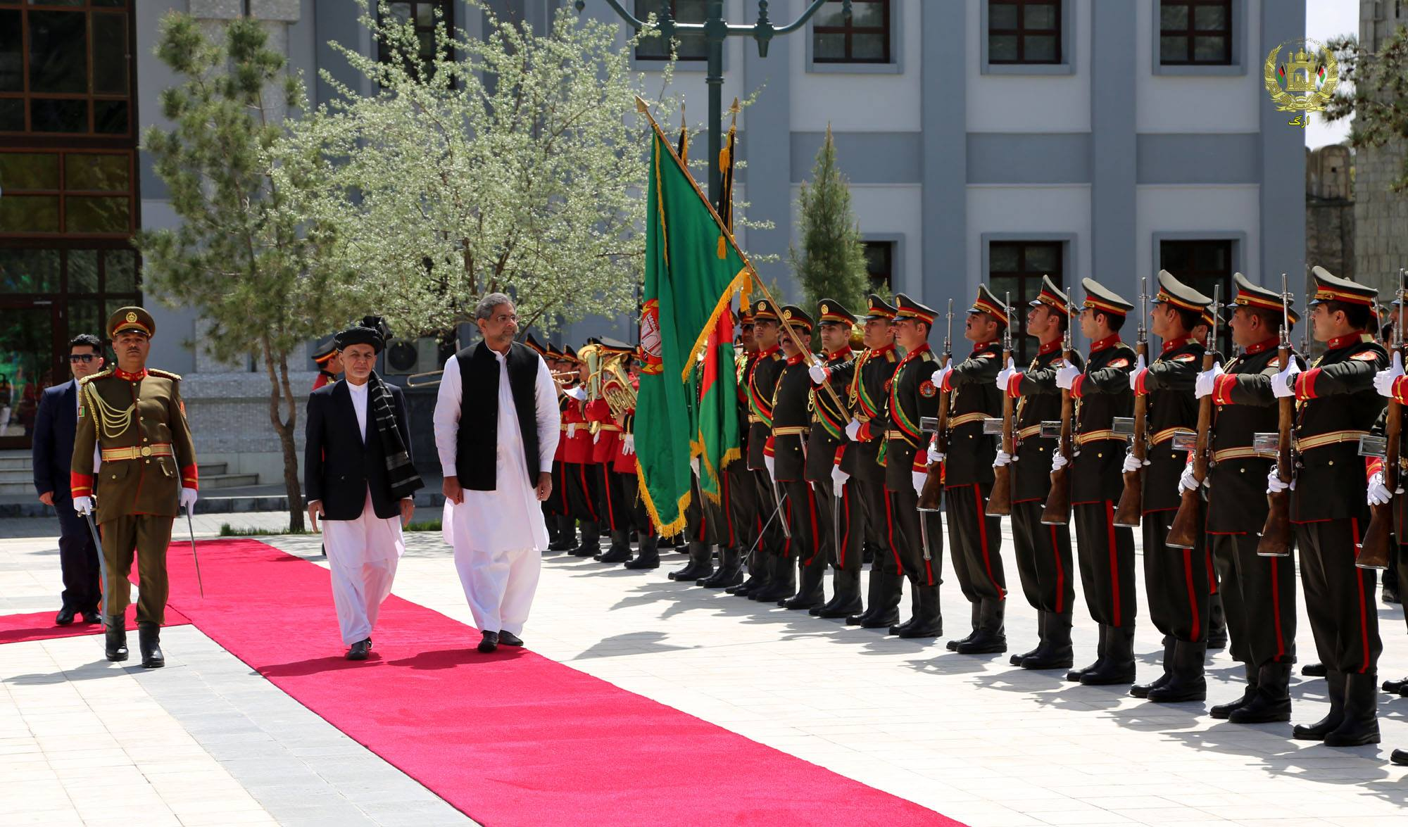 بازدید عباسی از کابل نشان دهنده گام تازه در روابط پاکستان و افغانستان است
