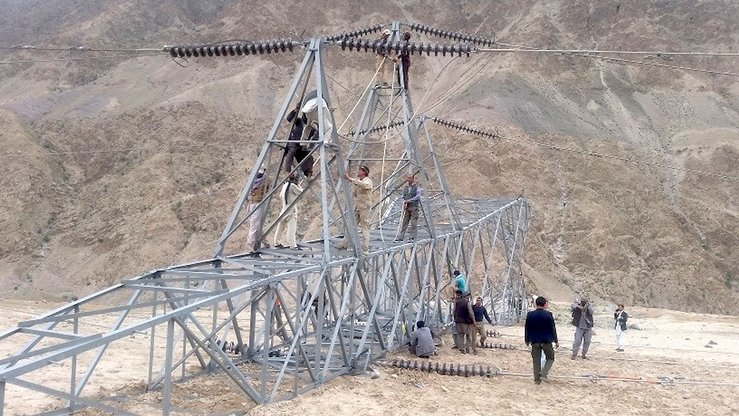 A Da Afghanistan Breshna Sherkat (DABS) technical team was able to temporarily reconnect power lines on April 15 in Baghlan Province. Work is under way to permanently resolve the problem, said DABS. [DABS/Facebook]