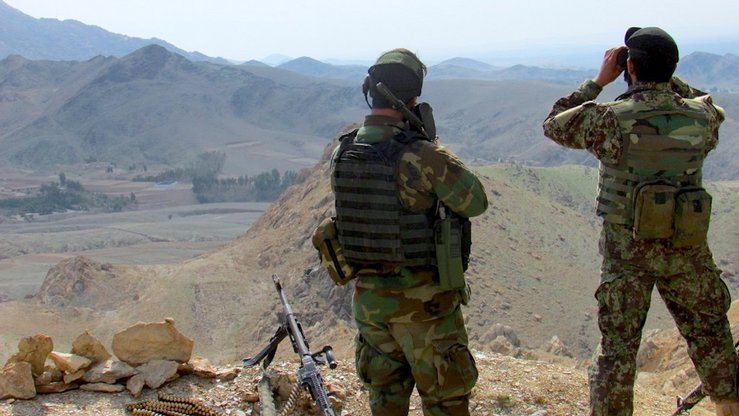 Two Afghan soldiers April 30 watch for militants in the Islamabad area of Alishang District, Laghman Province. [Khalid Zerai]