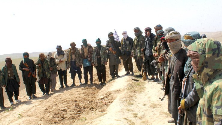 Following intense ground and air assaults on Taliban strongholds in Sar-e-Pul Province, 45 Taliban militants surrendered to security forces on April 5 in Gosfandi District, Farah Province. [Sulaiman]