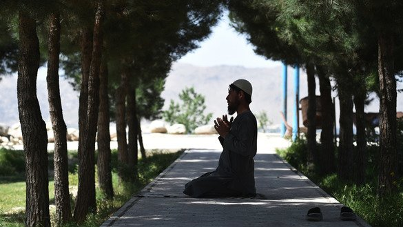 An man prays at the Wazir Akbar Khan hilltop in Kabul on May 30, 2018. [Wakil Kohsar/AFP]
