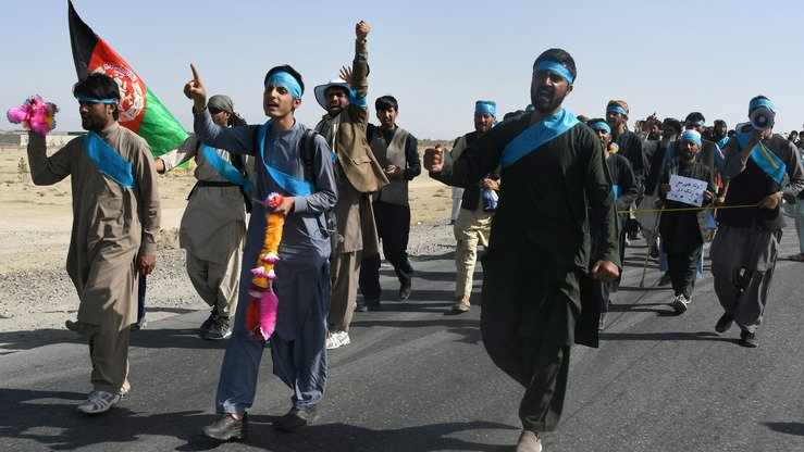 Afghan peace activists June 8 shout slogans in demanding an end to the war as they march in Ghazni Province en route from Helmand to Kabul. The Taliban June 9 announced its first cease-fire since 2001. [Zakeria Hashimi/AFP]