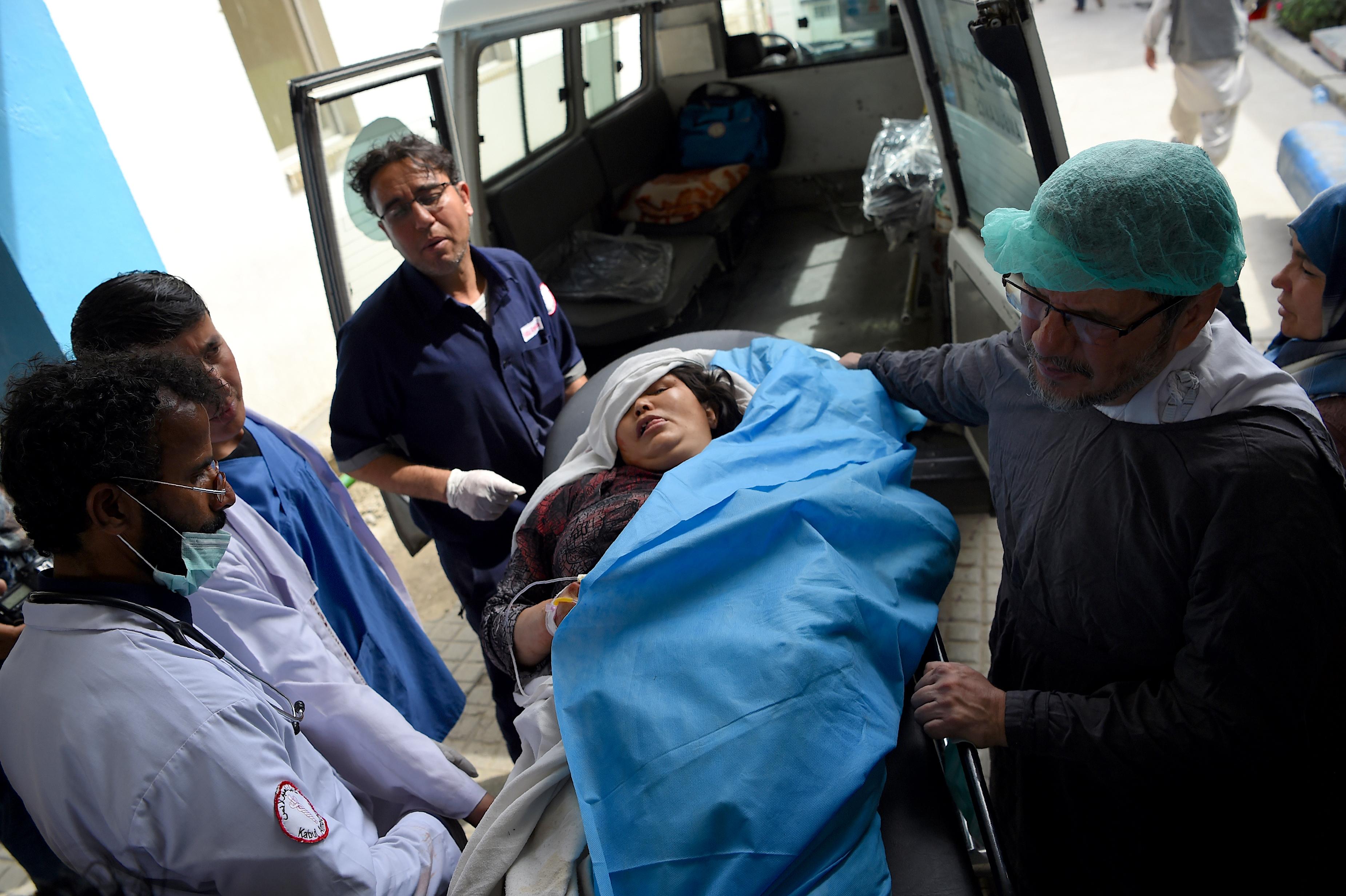 در یک حملهء انتحاری در نزدیکی وزارت احیا و انکشاف دهات در کابل ۱۳ تن کشته و ۳۱ تن زخمی شدند