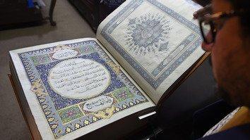 یک قرآن ابریشمی نادر با حفظ میراث های فرهنگی افغانستان کمک میکند