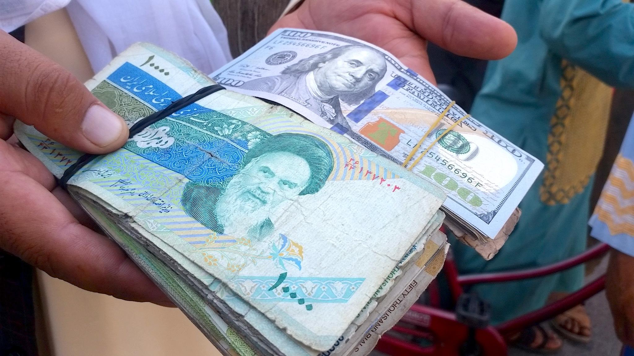 مقامات افغان نگران خروج میلیون ها دالر از کشور به ایران استند