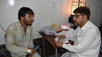 آسوده خاطری مریضان افغان در پی تصمیم پاکستان برای تسهیل محدودیت های صدور ویزه