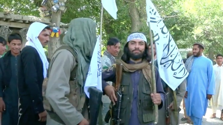 Taliban fighters celebrated Eid ul Fitr with Afghan security forces and ordinary citizens in Nangarhar Province on June 16 during a three-day ceasefire. The experience led many Taliban to refuse to return to the battlefield and gives hope for another ceasefire during Eid ul Adha and lasting peace, analysts say. [Screenshot from video by Khalid Zerai]