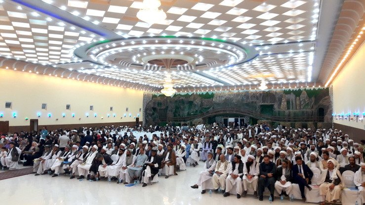More than 1,000 Herat residents including religious scholars gathered August 7 in Herat city and called on the Taliban to seek peace and refrain from further killings. [Nasir Salehi]