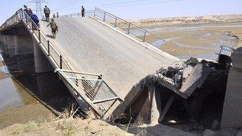 تخریب یک پل اصلی در بغلان توسط طالبان باعث مشکلات برای باشنده ها شده است