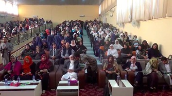 More than 400 women from Baghlan Province gathered September 26 in Pul-i-Khumri, urging the Taliban to lay down their arms and join the peace process. [Hedayatullah]