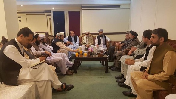 Afghan officials and ulema meet with Pakistani religious leader Maulana Sami ul Haq September 30 at Darul Uloom Haqqania in Akora Khattak, Pakistan. [Darul Uloom Haqqania]