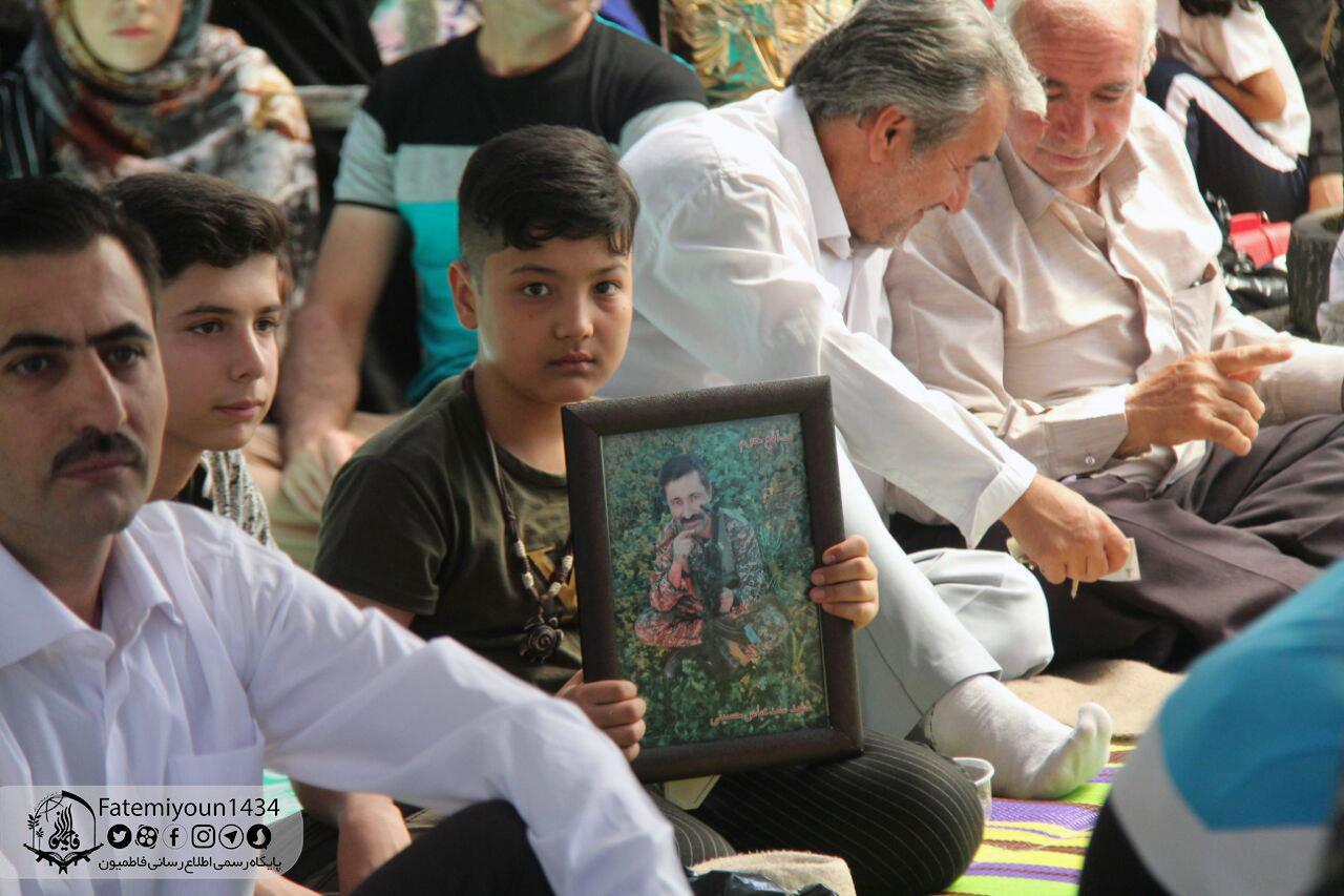په عکسونو کې: د ایران مرګانیو جنګونو افغان ماشومان بې پلاره کړل