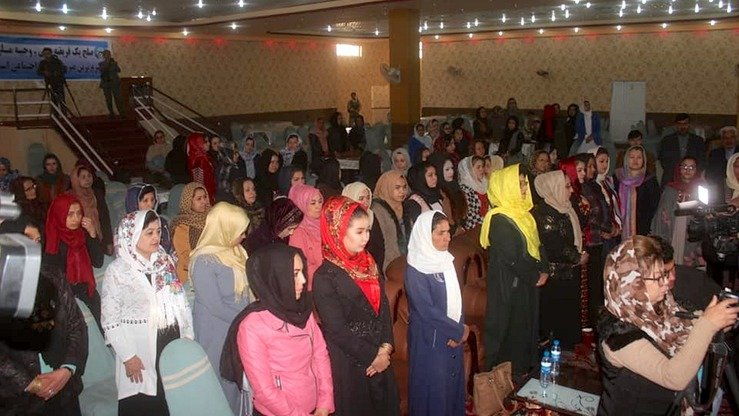 Hundreds of women from different parts of Jawzjan Province gather October 29 in Sheberghan, the provincial capital, to urge the Taliban to make peace and end the nationwide bloodshed. [Jawzjan governor's press office/Facebook]