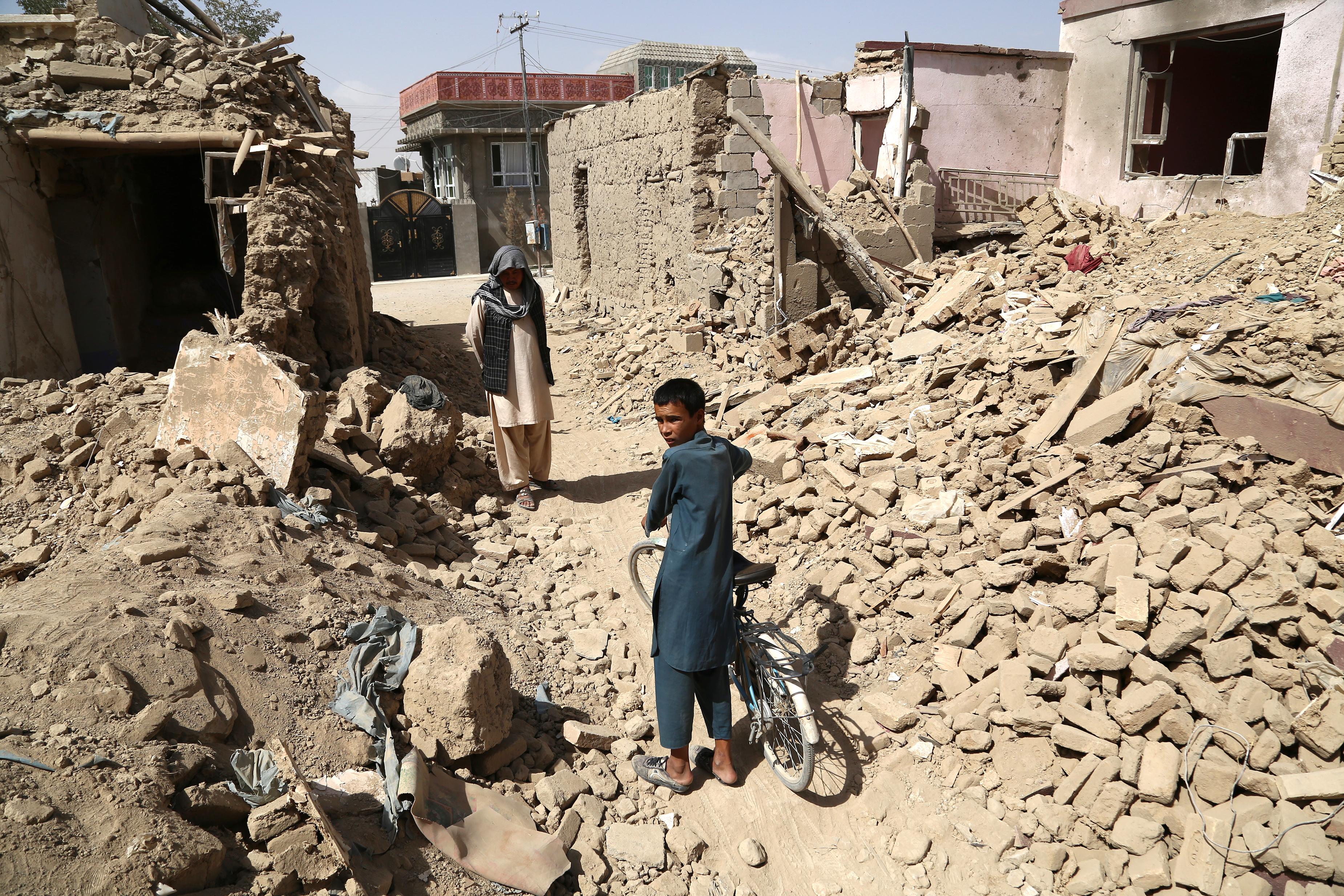 مردم ملکی می گویند استفاده طالبان از سپر انسانی ضعف و بی رحمی شان را نشان می دهد