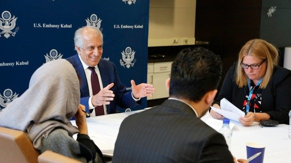 Zalmay Khalilzad, US special representative for Afghanistan reconciliation, speaks with Afghan youth activists December 20 in Kabul as part of his meetings with Afghans to facilitate peace talks between Kabul and the Taliban. [Office of Zalmay Khalilzad/Twitter]