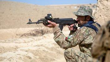 افغان ځواکونه د ژمي په میاشتو کې په طالبانو باندې پوځي فشار روان ساتي